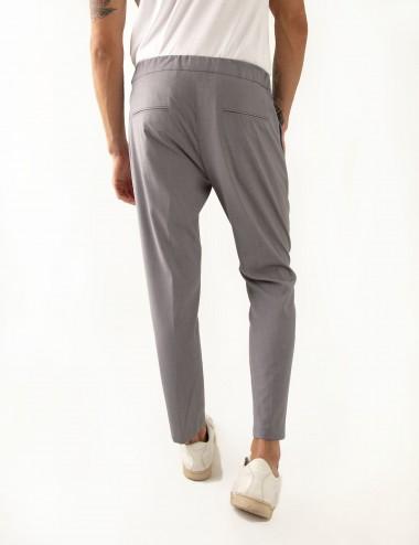 Pantaloni Ali mod.Partenope n.25 grigio  con doppia pinces indossato dettaglio retro