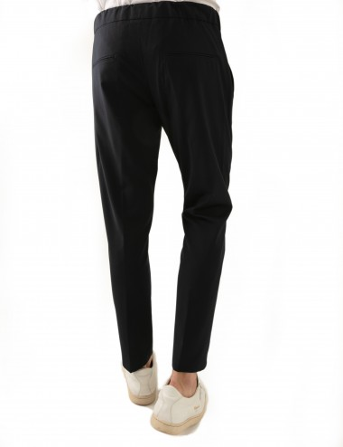 Pantaloni Ali mod.Partenope n.25 nero con doppia pinces indossato dettaglio retro