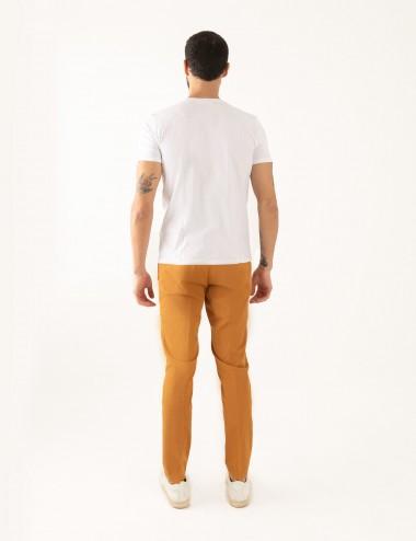 """T-shirt """"CARL"""" bianca stampa Cannes in mussola di cotone indossata retro"""