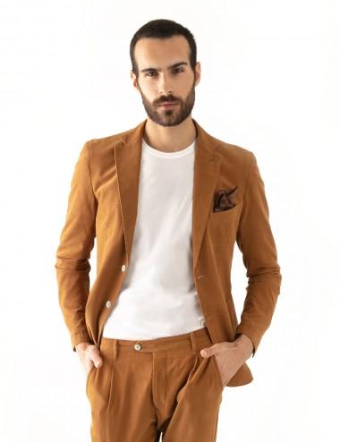 "Giacca monopetto cachi VAB mod.  ""Nisida"" in cotone ultra-light indossata sbottonata"