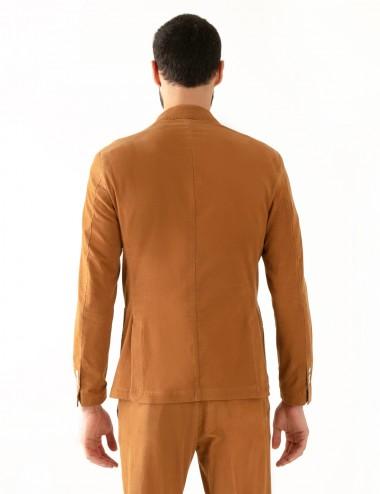 """Giacca monopetto cachi VAB mod.  """"Nisida"""" in cotone ultra-light indossata dettaglio retro"""