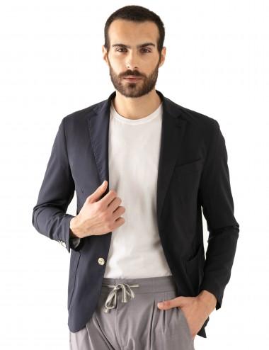 """Giacca Monopetto WV mod. """"Nisida"""" blu in lana soft-fresh indossata sbottonata"""