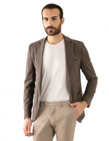 "Giacca Monopetto WV mod. ""Nisida"" marrone in lana soft-fresh indossato sbottonata"